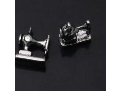 Kovový prívesok šijací stroj