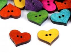 Dekoračný drevený gombik v tvare srdca - farebný